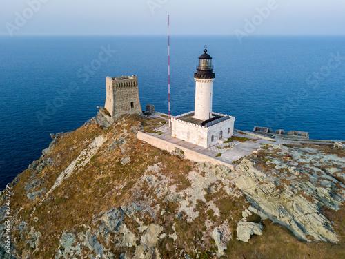 Fotografie, Obraz  Vista aerea del Faro e della torre sull'isola della Giraglia, il punto più a Nord della penisola del Cap Corse