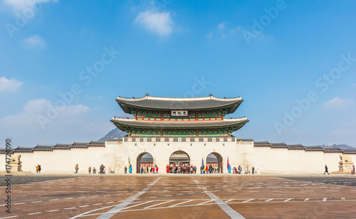 Zdjęcie XXL Gyeongbokgung pałac z niebieskim niebem.