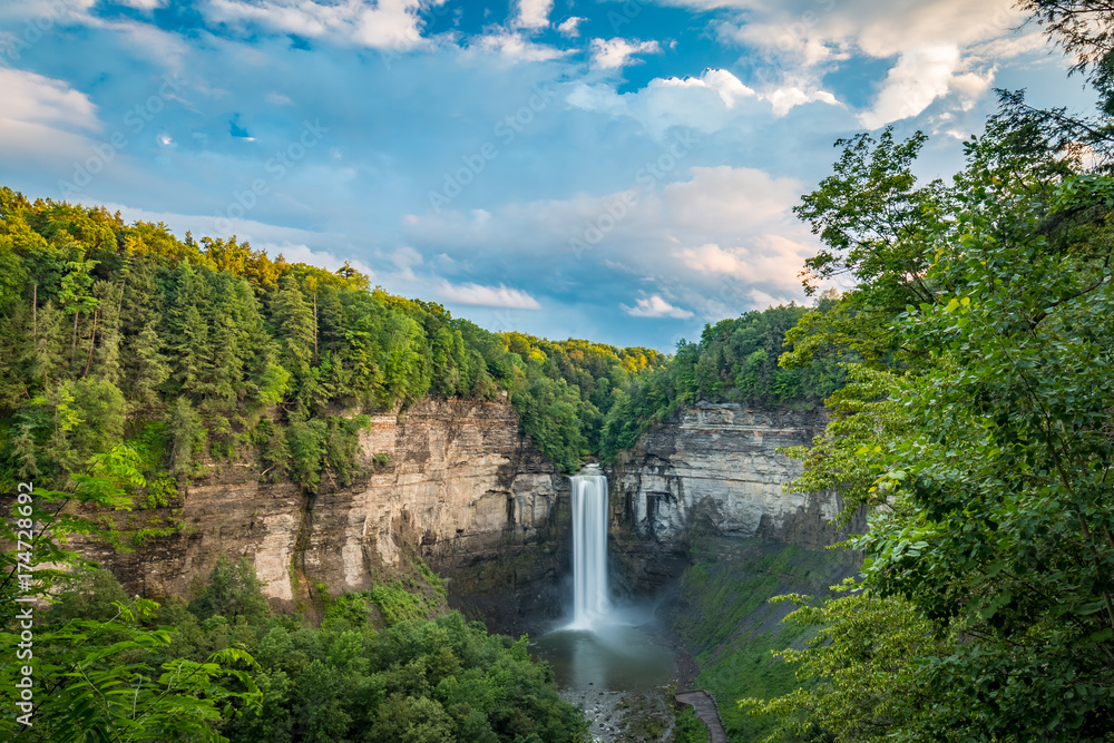 Fototapety, obrazy: Taughannock Falls On A Cloudy Evening