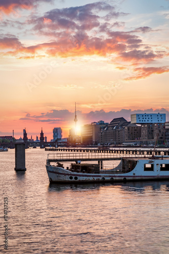 Zdjęcie XXL Zachód słońca nad Szprewą w Berlinie Treptow