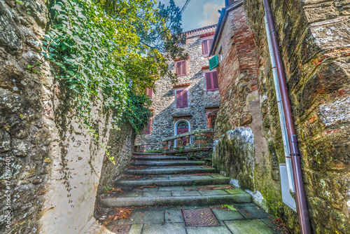 Poster Smal steegje Rustic stairs in Montecatini