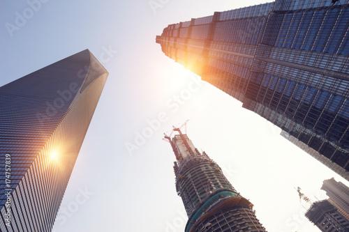 Zdjęcie XXL wieżowce i wieże o zachodzie słońca