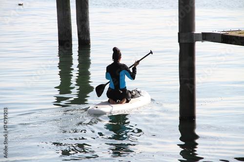 Plakat Surfer siedzi