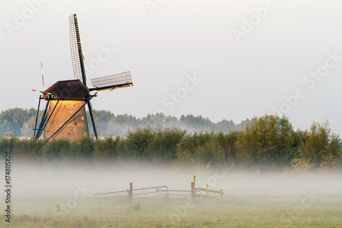 Photo Stands Mills Kinderdijk in holland