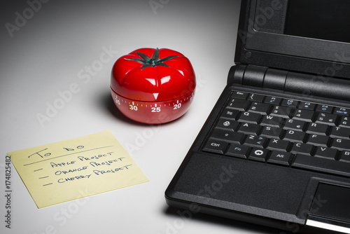 Fotografía  Kitchen timer for cooking and working productively.