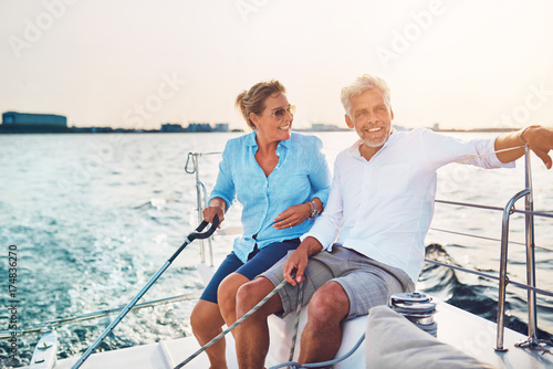 Fotografia  Smiling mature couple enjoying a sunny day sailing together