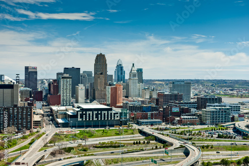Pinturas sobre lienzo  Aerial View of Cincinnati Ohio from the West