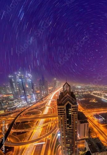 Fototapeta Noc pejzaż miejski Dubaj z nowożytną futurystyczną architekturą, Zjednoczone Emiraty Arabskie