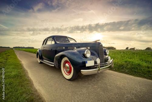 Fotografija Oldtimer Cadillac Lasalle Coupe vor dramatischem Abendhimmel