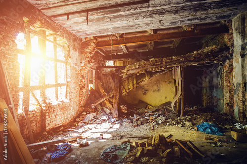 Fotografia Inside ruined abandoned house building after disaster, war, earthquake, Hurrican