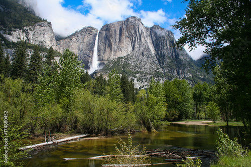 Photo  Yosemite Falls & Merced River