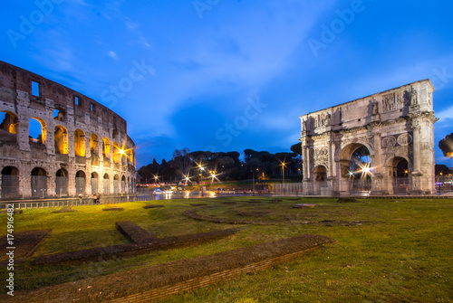Canvas Print The Colosseum and The Arch of Titus in Rome