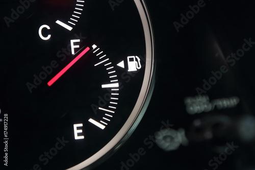 Fotomural Fuel gauge showing full car fuel