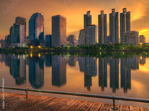 Photo  Sunrise over Queen Silikit Park in Bangkok, Thailand