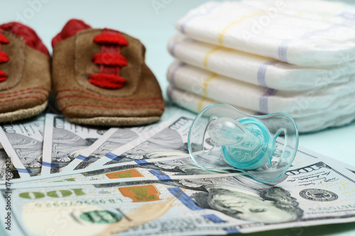 Fotografía  concept of expenses and outlay for needs of newborn baby or infant