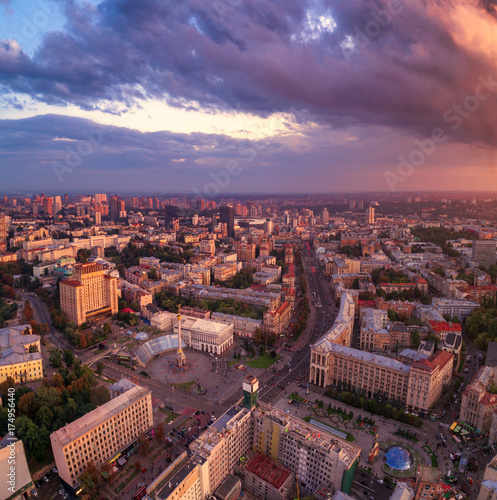 Foto op Plexiglas Kiev A view from the air to the central street of Kiev - Khreshchatyk, the European Square, Independence Square, Stalin and modern architecture. Ukraine