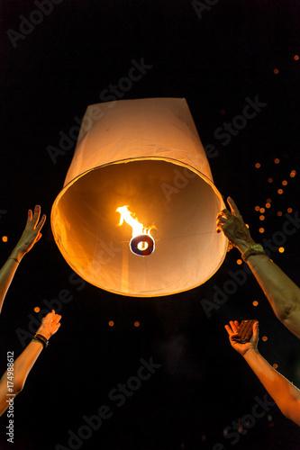 Fotografie, Obraz  Thai people release Khom Loi, the sky lanterns during Yi Peng or Loi Krathong festival in Chiang Mai, Thailand