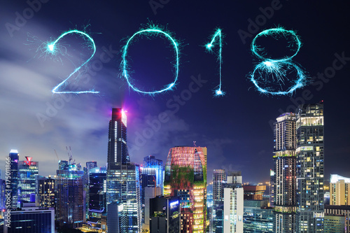 Photo  2018 Happy new year firework Sparkle with cityscape of Singapore city at night