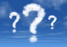 青空に浮かぶ疑問符の雲