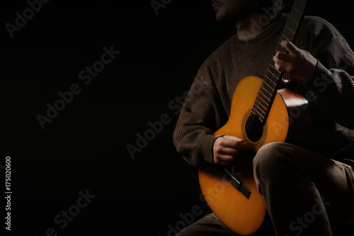 Photo sur Aluminium Musique Classical guitar player. Classic guitarist playing acoustic guitar