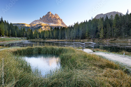 Foto auf Gartenposter Reflexion Lake Antorno surrounded by autumn forest in the Dolomites mountains. Reflected in the small pond are the famous Tre Cime di Lavaredo.