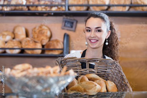 Autocollant pour porte Boulangerie Happy beautiful shopgirl working in bakery with bread