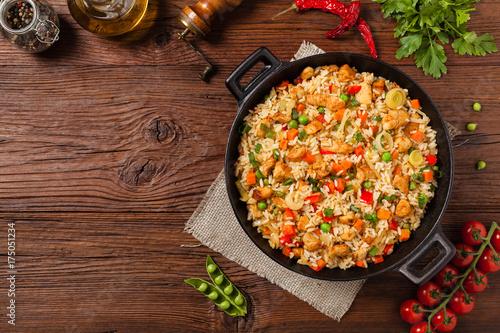 Obraz na płótnie Fried rice with chicken. Prepared and served in a wok.