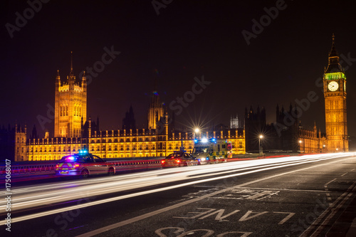 Fotografía  Police Cars and Ambulance on Westminster Bridge, London at Night
