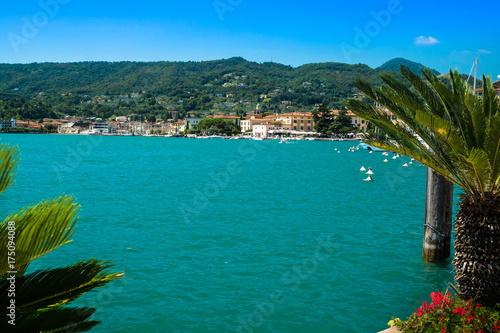 Foto auf Gartenposter Stadt am Wasser Gardasee mit Torbole