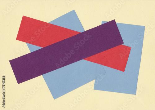 kolorowe-kawalki-papieru-na-jasnobezowym
