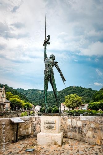 Papiers peints Commemoratif Statue de l'Archange Saint-Michel sur le Pont des Consuls à Villefranche de Rouergue