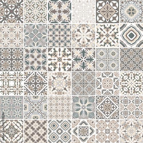 Fotografía  Traditional ornate portuguese decorative tiles azulejos
