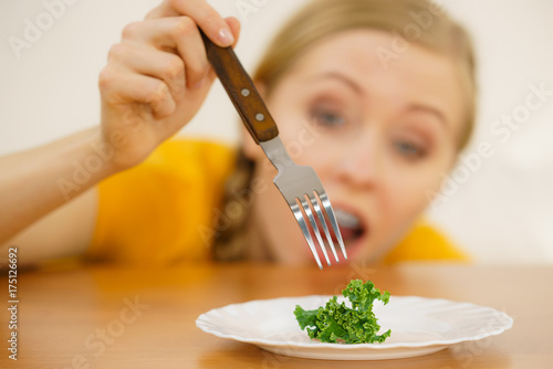 Photo Shocked young woman being on diet