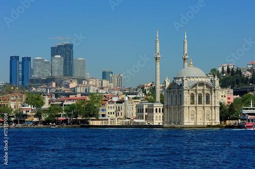 Photo  Ortakoy mosque and Bosphorus bridge, Istanbul, Turkey.