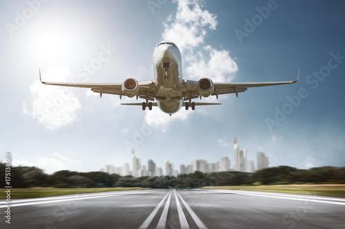 Photo  Flugzeug landet auf Airport