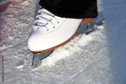 Foto op Plexiglas Wintersporten Schlittschuhe