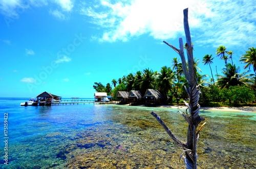 Papiers peints Turquoise bungalow passe de fakarava sur le lagon polynésie française