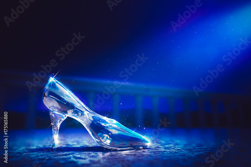 Carta da parati 3D image of Cinderella's glass slipper on the floor