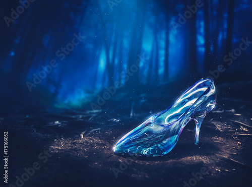 Photographie Cinderella's glass slipper in a forest - 3D illustration