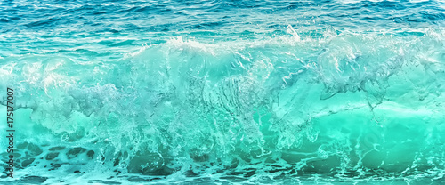 Spoed Foto op Canvas Water Big blue wave on stormy sea