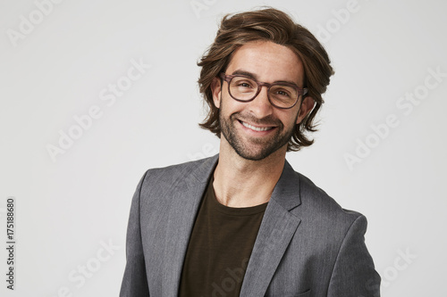 Smiley guy in grey suit jacket and glasses, studio Fototapet