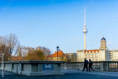 Obraz na dibondzie (fotoboard) BERLIN, NIEMCY Grudzień 24, 2016: Tv Fersehturm na Grudniu 24 lub wierza, BERLIN, Niemcy.