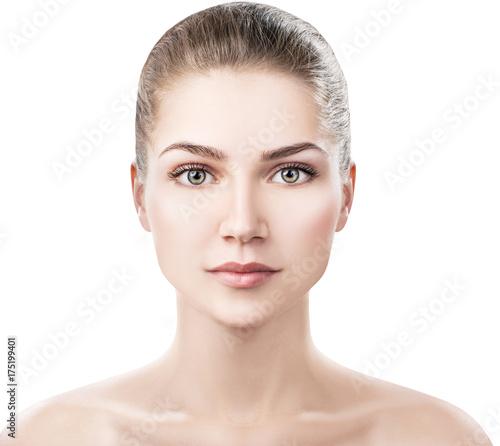 Plakat Piękna młoda kobieta z czystą zdrową skórą.