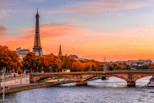 Poster Paris Sunset view of Eiffel tower and Seine river in Paris, France. Autumn Paris