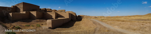 Photo Panorama the archaeology site of Nisa or Nicaea also known as Parthaunisa the capital ancient of Parthian Empire, valley of Bagir village, Turkmenistan