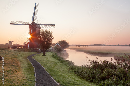 Stickers pour portes Moulins Kinderdijk in holland