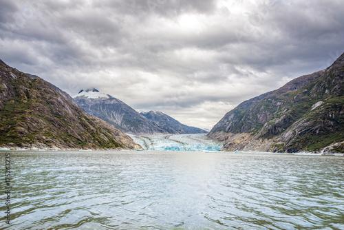 Zdjęcie XXL Lodowiec i góry krajobraz w Juneau, Alaska z mgłą