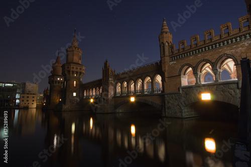 Obraz na dibondzie (fotoboard) Berlin Oberbaumbrücke Spree w nocy