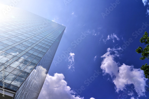 Fotografía office building under the blue sky