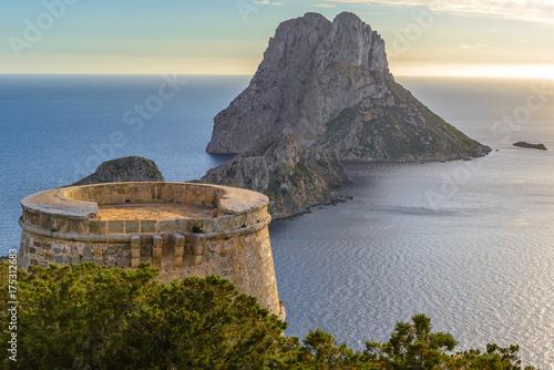 Zdjęcie XXL Wieża Savinar i wyspa Es Vedra, Ibiza, Hiszpania